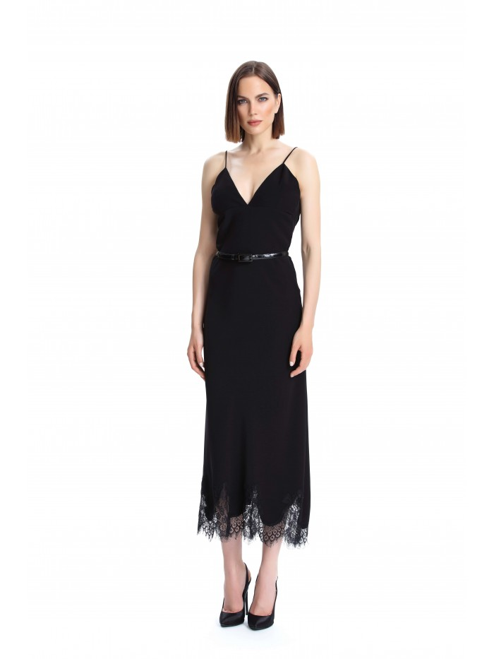 Dantel Detaylı Siyah Elbise